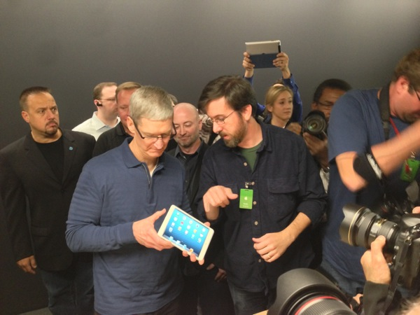 Jeff and tim cook ipad mini